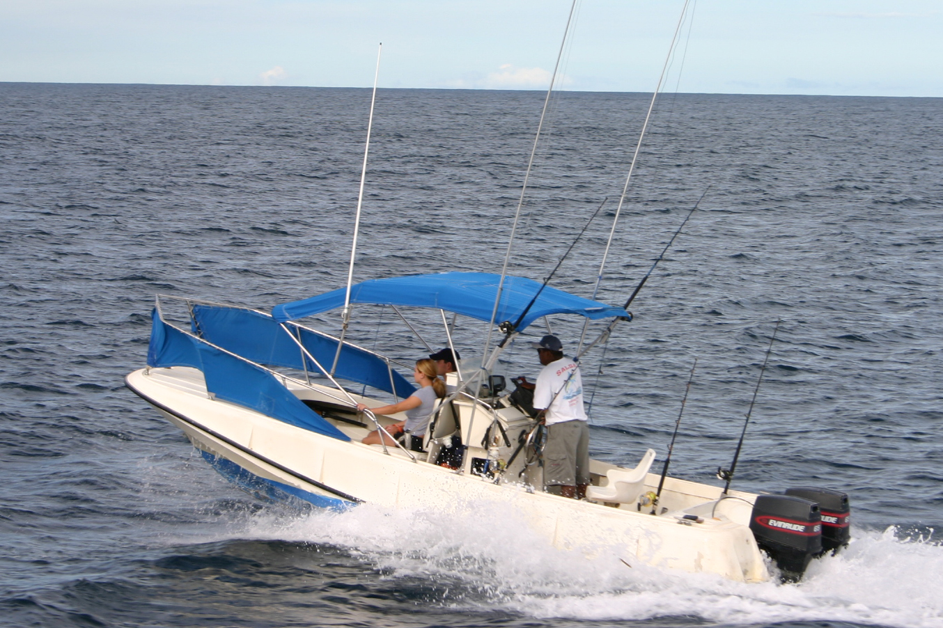 22 foot center console for Fishing in costa rica
